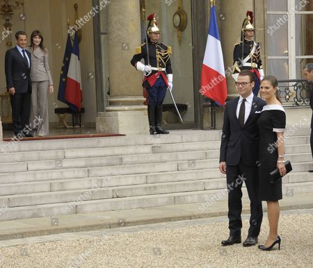French President Nicolas Sarkozy (l) and First Lady Carla Bruni Sarkozy (2-l) Watch As Princess Victoria of Sweden (r) and Her Husband Prince Daniel (2-r) Pose For Photographers at Elysee Palace in Paris France 28 September 2010 at the End of Their Meeting on the Third Day of the Royal Couple's Official Visit to France Crown Princess Victoria and Prince Daniel Westling Are on a Four-day Official Visit in France France Paris