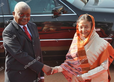 President of the Republic of Mozambique Armando Emilio Guebuza (l) Shakes Hand with Indian President Pratibha Patil (r) Before a Welcoming Ceremony at the Presidential Palace in New Delhi India on 30 September 2010 President Armando Emilio Guebuza is on a Four Day Official Visit to India India New Delhi