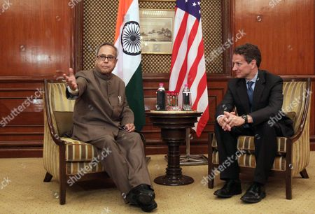Indian Finance Minister Pranab Mukherjee (l) Talks with Us Treasury Secretary Timothy F Geithner (r) During Their Meeting in New Delhi India 06 April 2010 Geithner is in India on an Official Visit India New Delhi