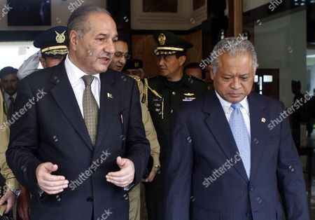 Pakistan's Defence Minister Chaudry Ahmad Mukhtar (l) Talks to His Indonesian Counterpart Purnomo Yusgiantoro (r) Shortly After a Meeting in Jakarta Indonesia 21 July 2010 Chaudry Ahmad Mukhtar is on an Official Visit Aiming to Enhance and Strengthen the Defence Relationships Between Both Countries Indonesia Jakarta