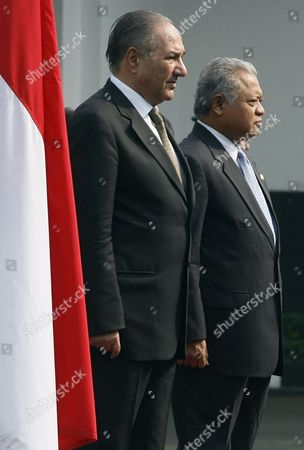 Stock Image of Pakistan's Defence Minister Chaudry Ahmad Mukhtar (l) is Accompanied by His Indonesian Counterpart Purnomo Yusgiantoro (r) During a Guard of Honor Ceremony in Jakarta Indonesia 21 July 2010 Chaudry Ahmad Mukhtar is on an Official Visit Aiming to Enhance and Strengthen the Defence Relationships Between Both Countries Indonesia Jakarta