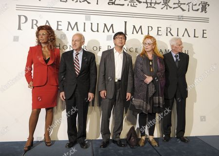 Winners of the 22nd Praemium Imperiale Pose For Photographers at a Press Conference in Tokyo Japan 12 October 2010 From Left to Right is Italian Actress Sophia Loren Italian Musician Maurizio Pollini Japanese Architect Ito Toyo Ito Toyo German Artist Rebecca Horn and Italian Painter Enrico Castellani the Award is Presented Annually by the Japan Art Association For Painting Architecture Sculpture Music and Theater/film Japan Tokyo