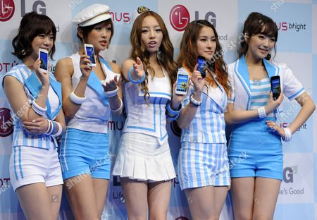 South Korean K-pop Girl Group Kara Members (l-r) Han Seung-yeon Jung Nicole Koo Ha-ra Park Gyuri Kang Jiyoung Pose During an Event Promoting Lg Electronics' New Smart Phone 'Optimus Bright' in Tokyo Japan 17 June 2011 After Debuted with Their First Album in 2007 in South Korea the Group Made Their Debut in Japan Three Years Later to Catch a Large Success in Japanese Audience Their Following Singles Ranked First in Japanese Charts Japan Tokyo