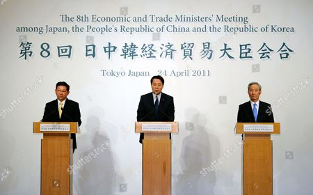 Japanese Economy Trade and Industry Minister Banri Kaieda (c) His South Korean Counterpart Kim Jong Hoon (r) and Chinese Commerce Minister Chen Deming (l) Attend to a Joint Press Conference After Their Trilateral Talks For the 8th Economic and Trade Ministers Meeting Between Japan China and South Korea in Tokyo Japan 24 April 2011 the Trade Ministers Are Meeting For Discussions on Issues Including the Impact of Japan's 11 March Earthquake and Tsunami Japan Tokyo