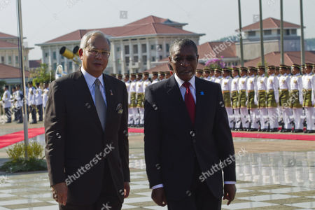 Malaysian Prime Minister Najib Razak (l) Walks with Lesotho's Prime Minister Pakalitha Mosisili During the Welcoming Ceremony at Prime Minister's Office Building in Putrajaya Malaysia 05 May 2011 Lesotho's Prime Minister Pakalitha Mosisili in Malaysia For a Four-days Official Visit Malaysia Kuala Lumpur