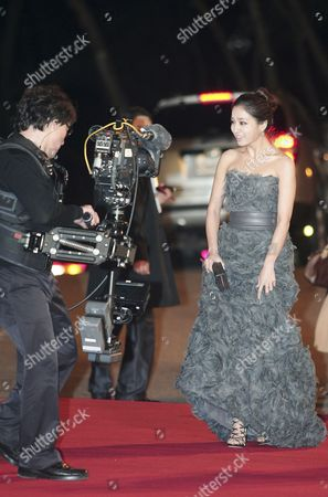 South Korean Actress Lee Min-jung (r) Arrives For the 31th Blue Dragon Film Awards at the National Theater in Seoul South Korea 26 November 2010 the Blue Dragon ('cheongryong') Awards Are One of the Country's Two Major Film Awards Korea, Republic of Seoul
