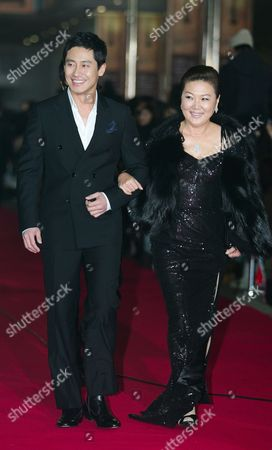 South Korean Actor Shin Ha-kyun (l) and Actress Kim Hae-sook Who Perform On the Movie 'Thirst' Arrive For the 30th Blue Dragon Film Awards at the Youido Kbs Hall in Seoul South Korea 02 December 2009 the Blue Dragon ('cheongryong') Awards Are One of the Country's Two Major Film Awards