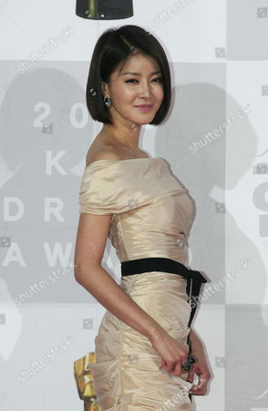 South Korean Actress Lee Si-young From the Kbs Drama 'Becoming a Billionaire' Arrives For the 2010 Annual Kbs Drama Awards at the Youido Kbs Hall in Seoul South Korea 31 December 2010 the Kbs Drama Awards Ceremony Gives a Prize to Actors and Actresses who Have Stared in Dramas by Kbs This Awards Started in 1987 and Has Been Going on Ever Since Korea, Republic of Seoul