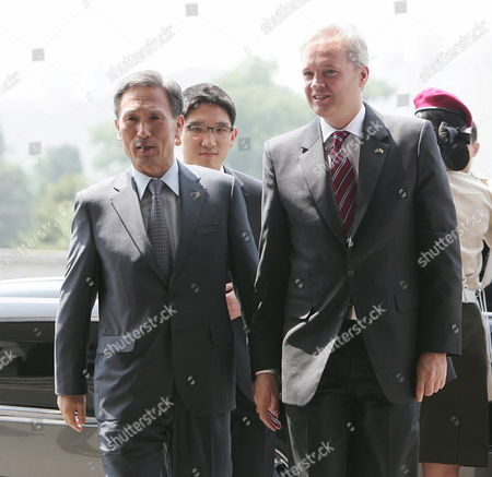 Swedish Defense Minister Sten Tolgfors (r) Walks with South Korean Defense Minister Kim Kwan-jin (l ) As They Inspect the Honor Guard During a Welcome Ceremony at the Ministry of National Defence in Seoul South Korea 21 June 2011 Defense Chiefs of South Korea and Sweden Hold Talks to Discuss Ways to Enhance Bilateral Military Exchanges and Cooperation in the Defense Industry Korea, Republic of Seoul