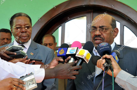 Sudanese President Omar Hassan Al-bashir (r) Speaks to Reporters Following His Meeting with the Malawian President and African Union (au) Chairperson Bingu Wa Mutharika (l) in Khartoum Sudan 26 January 2011 Mutharika Arrived in Sudan 26 January on a Two-day Official Visit to the Country Sudan Khartoum