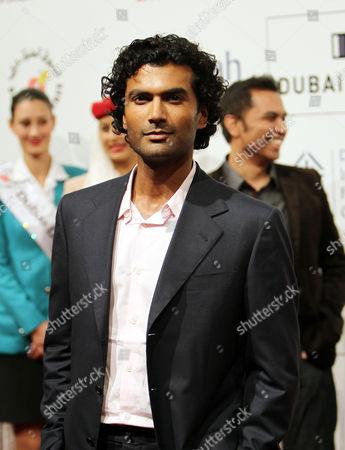 Us Actor Sendhil Ramamurthy Poses on Arrival at the 7th Dubai International Film Festival 2010 (diff) in Dubai United Arab Emirates 16 December 2010 Diff Runs From 12 Until 19 December 2010 United Arab Emirates Dubai
