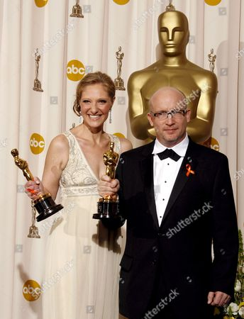 Us Producers Alex Gibney (r) and Eva Orner (l) Hold Their Oscars For Best Documentary Feature For 'Taxi to the Dark Side' at the 80th Annual Academy Awards at the Kodak Theatre in Hollywood California Usa 24 February 2008