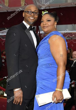 Us Actress Mo'nique (r) and Husband Sidney Hicks (l)arrive on the Red Carpet For the 82nd Academy Awards at the Kodak Theatre in Hollywood California Usa 07 March 2010 the Academy Awards Honor Excellence in Cinema Mo'nique Wears a Dress by Tadashi Shoji Jewelry by Chopard and a Clutch by Swarovski United States Hollywood