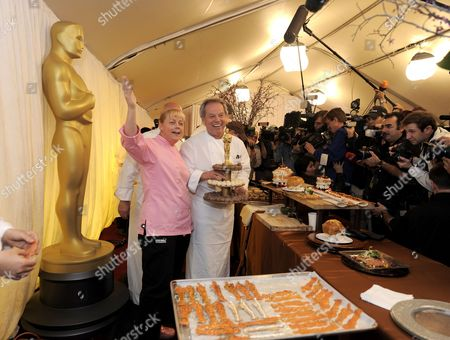 Austrian Master Chef Wolfgang Puck (r) and Executive Pastry Chef Sherry Yard (l) Display Some of the Food That Will Be Served at the Governor's Ball Following the 82nd Annual Academy Awards in Los Angeles California Usa 04 March 2010 the 82nd Annual Academy Awards Take Place at the Kodak Theatre in Hollywood on 07 March 2010 United States Los Angeles