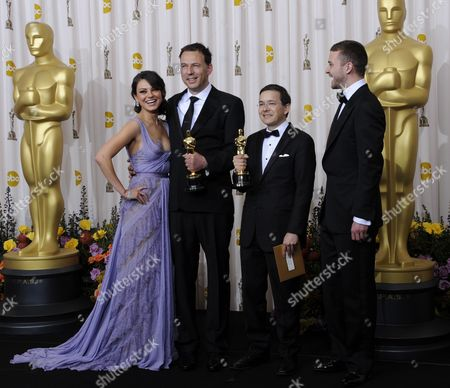 Us Presenters Mila Kunis (l) and Justin Timberlake (r) Flank Shaun Tan (2nd R) and Andrew Ruhemann (2nd L) As They Hold Their Oscars For Best Animated Film For the Lost Thing at the 83rd Annual Academy Awards at the Kodak Theatre in Hollywood California Usa 27 February 2011 the Oscars Are Presented For Outstanding Individual Or Collective Efforts in Up to 25 Categories in Filmmaking United States Hollywood