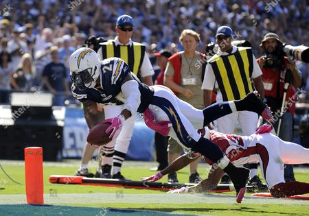 San Diego Chargers Running Back Ryan Matthews (l) Dives For the End Zone to Score His First Touchdown As a Professional After Breaking the Tackle of Arizona Cardinals Kerry Rhodes (r) During Third Quarter Action in San Diego California Usa 03 October 2010 the Chargers Beat the Cardinals 41-10 United States San Diego