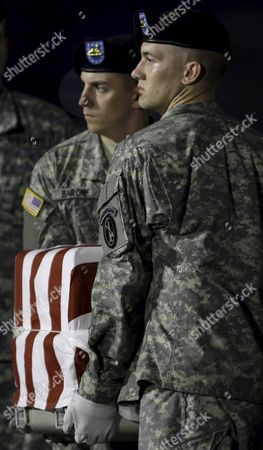 Members of the Us Army Dignified Transfer Team Perform the Dignified Transfer of the Remains of Us Army Sergeant Paul Brooks of Joplin Missouri at the Dover Air Force Base Dover Delaware Usa On 24 May 2009
