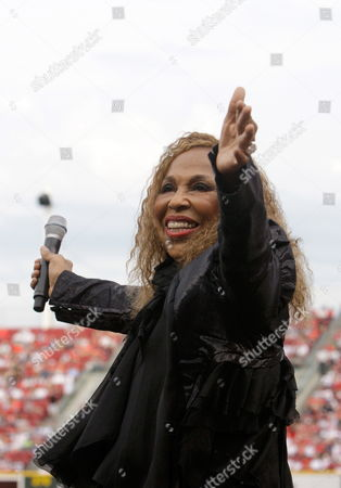 Us Singer Roberta Flack Performs John Lennon's 'Imagine' Before the Start of the 2010 Civil Rights Game Between the St Louis Cardinals and the Cincinnati Reds at Great American Ballpark in Cincinnati Ohio Usa 15 May 2010 United States Cincinnati