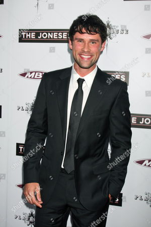 Us Actor/cast Member Ben Hollingsworth Arrives at the Usa/la Premiere of 'The Joneses' Held at the Arclight Hollywood Cinema in Los Angeles California Usa 08 April 2010 the Movie by German-born Writer and Director Derrick Borte Tells the Story of a Seemingly Perfect Family That Moves Into a Suburban Neighborhood But who in Reality Are Employees of a Marketing Organization It Will Be Released in the Us on 16 April United States Los Angeles