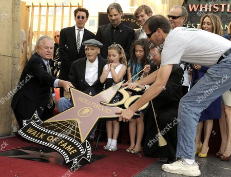 (l-r) Tom Lebonge Us Producer Mark Canton Us Actor Viggo Mortensen Dennis Hopper Daughter Galen Hopper Granddaughter Violet Goldstone Son Henry Lee Hopper Jack Nicholson Leron Gubler Daughter Ruthanna Hopper and Unidentified Man (l) Pose As Dennis Hopper Receives the 2 403rd Star on the Hollywood Walk of Fame During Ceremony in Hollywood California Usa 26 March 2010 Two-time Oscar Nominated Actor and Director Dennis Hopper Has Appeared in Over 140 Television Shows and Over 150 Films Hopper is Suffering From Advanced Prostate Cancer United States Hollywood