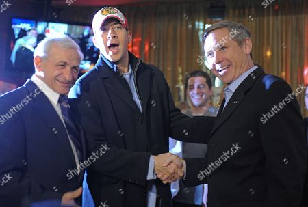 Us Republican Senator Elect Mark Kirk of Illinois (r) Gets Together with His Democratic Opponent Alexi Giannoulias (c) For a Beer and a Burger at the Billy Goat Tavern As Owner Sam Sianis (l) Joins Them in Chicago Illinois Usa 03 November 2010 Kirk and Giannoulias Held Hard Fought Campaigns with Numerous Accusations and Allegations Hurled in Both Directions the Get-together was Offered by Kirk in His Acceptance Speech on 02 November After Giannoulias Conceded Defeat United States Chicago