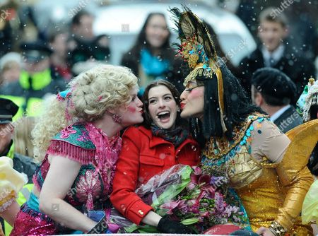 Actress Anne Hathaway the 2010 Hasty Pudding Theatricals Woman of the Year is Kissed by Clifford Murray (l) and Derek Mueller (r) During Her Honorary Parade Through Harvard Square in Cambridge Massachusetts Usa 28 January 2010 the Woman of the Year Award is Presented Annually to a Performer who Has Made a 'Lasting and Impressive Contribution to the World of Entertainment ' and Hathaway Joins Other Past Honorees Including Meryl Streep Katharine Hepburn Julia Roberts Jodie Foster Meg Ryan and Most Recently Renee Zellwegger United States Cambridge