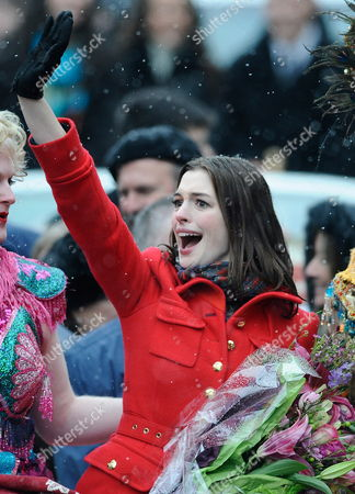 Actress Anne Hathaway the 2010 Hasty Pudding Theatricals Woman of the Year Waves to the Crowd During Her Honorary Parade Through Harvard Square in Cambridge Massachusetts Usa 28 January 2010 the Woman of the Year Award is Presented Annually to a Performer who Has Made a 'Lasting and Impressive Contribution to the World of Entertainment ' and Hathaway Joins Other Past Honorees Including Meryl Streep Katharine Hepburn Julia Roberts Jodie Foster Meg Ryan and Most Recently Renee Zellwegger United States Cambridge