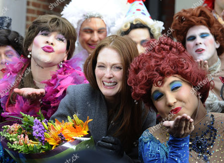 Us Actress Julianne Moore (c) with Cast Members of the Hasty Pudding Theatricals Outside the New College Theatre Before Being Presented with the 2011 Hasty Pudding Theatricals Woman of the Year Award in Cambridge Massachusetts Usa 27 January 2011 the Woman of the Year Award is Presented Annually to a Performer who Has Made a 'Lasting and Impressive Contribution to the World of Entertainment and Hathaway Joins Other Past Honorees Including Meryl Streep Katharine Hepburn Julia Roberts Jodie Foster Meg Ryan and Most Recently Anne Hathaway United States Cambridge