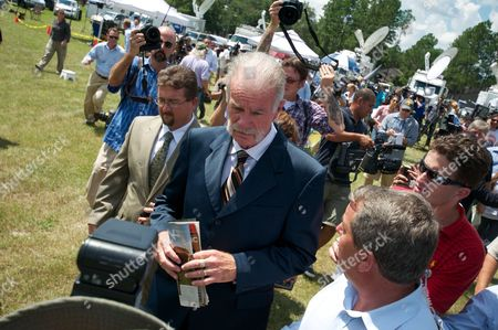 Dove World Outreach Center Church Pastor Terry Jones After He and Dr K a Paul of the Global Peace Initiative Spoke to the Press About the Planned Negotiations with Imam Feisal Abdul Rauf of New York City in Gainesville Florida Usa 10 September 2010 Jones is Leader of a Small Protestant Church Which Campaigns Against what It Calls 'Radical Islam ' Since Jones Announced the Cancellation of the Koran Burning Event in Exchange For the Movement of the Location of the Mosque Near Ground Zero in New York City There Has Been Much Confusion Over the Details of the Agreement United States Gainesville