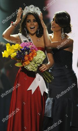 Stock Image of Miss Mexico Jimena Navarrete is Crowned Miss Universe by Stefania Fernandez at the 2010 Miss Universe Pageant at the Mandalay Bay Resort and Casino in Las Vegas Nevada Usa 23 August 2010 Eighty-three National Titleholders Are Competing For the Title of Miss Universe 2010 United States Las Vegas