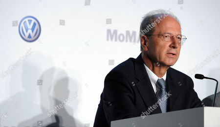 Hans Dieter Potsch Member of the Board Volkswagen Group Finances and Controlling at a News Conference Announcing a New Partnership Between Volkswagen the Museum of Modern Art and Moma Ps1 in New York New York Usa 23 May 2011 the Prime Focus of the Strategic Partnership Lies in the Project with the Working Title 'International Discovery' the Development of an International Contemporary Art Exhibition Further Pillars of the Partnership Are the Extension of the Moma Online Education Program the Donation of Two Works by Francis Alªs and the Sponsorship of a Series of Installations in the Abby Aldrich Rockefeller Sculpture Garden United States New York