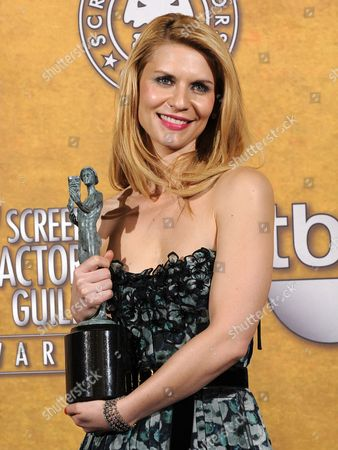 Us Actress Claire Danes Holds Her Award For Best Female Actor in a Television Movie Or Miniseries For Her Part in 'Temple Grandin' at the 17th Annual Screen Actors Guild Awards Held at Shrine Auditorium in Los Angeles California Usa 30 January 2011 United States Los Angeles