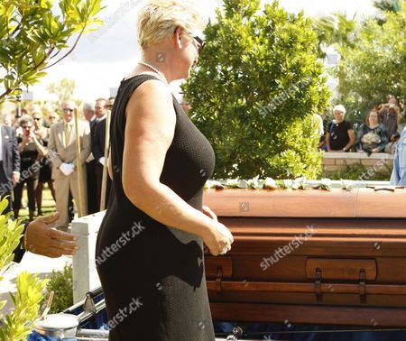 Stock Photo of Jill Vandenberg Pays Final Respects at Services For Her Husband American Film Actor Tony Curtis During His Memorial at Palm Mortuary in Las Vegas Usa 04 October 2010 the 85 Year Old Curtis Died at His Home of Cardiac Arrest on 29 September 2010 United States Henderson