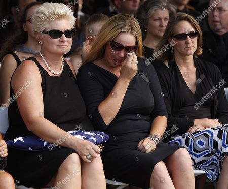 Jill Vandenberg and Family Pay Their Final Respects at Services For Her Husband American Film Actor Tony Curtis During His Memorial at Palm Mortuary in Las Vegas Usa 04 October 2010 the 85 Year Old Curtis Died at His Home of Cardiac Arrest on 29 September 2010 United States Henderson