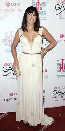 Singer Sylvia Tosun of the Us Arrives For the Vh1 Save the Music Foundation Gala in New York New York Usa on 08 November 2010 This Year's Gala was Being Held to Honor Julie Andrews John Legend and John Mayer United States New York