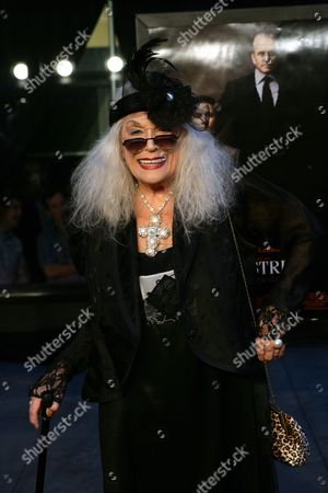 Us Actress Sylvia Miles Poses For the Photographers on the Red Carpet at the Premiere of Oliver Stone's Movie 'Wall Street: Money Never Sleeps' at the Ziegfeld Theater in New York City Usa 20 September 2010 United States New York