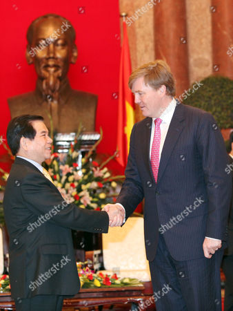 Stock Image of Dutch Crown Prince Willem Alexander (r) and Vietnamese President Nguyen Minh Triet (l) Shake Hands at the Presidential Palace in Hanoi Vietnam 28 March 2011 Crown Prince Willem Alexander and Princess Maxima Are in Vietnam For a Four-day Visit the Purpose of the Official Visit is to Strengthen Trade Relations Between the Netherlands and Vietnam Viet Nam Hanoi