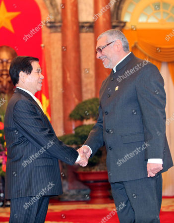 Paraguay's President Fernando Lugo Mendez (r) and His Vietnamese Counterpart Nguyen Minh Triet (l) Shake Hands at the Presidential Palace in Hanoi Vietnam 09 March 2011 Lugo is on an Official Visit to Vietnam From 08 to 12 March 2011 Viet Nam Hanoi