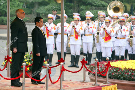 Paraguay's President Fernando Lugo Mendez (l) and His Vietnamese Counterpart Nguyen Minh Triet (r) Review an Honor Guard at the Presidential Palace in Hanoi Vietnam 09 March 2011 Lugo is on an Official Visit to Vietnam From 08 to 12 March 2011 Viet Nam Hanoi
