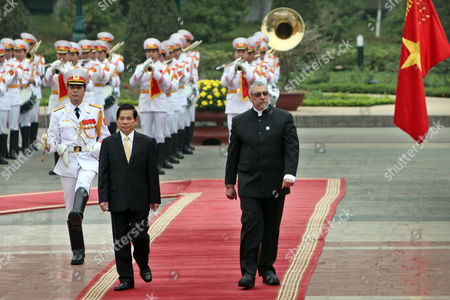 Paraguay's President Fernando Lugo Mendez (r) and His Vietnamese Counterpart Nguyen Minh Triet (l) Review an Honor Guard at the Presidential Palace in Hanoi Vietnam 09 March 2011 Lugo is on an Official Visit to Vietnam From 08 to 12 March 2011 Viet Nam Hanoi