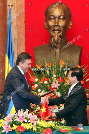 Ukrainian President Viktor Yanukovych (l) and His Vietnamese Counterpart Nguyen Minh Triet (r) Shake Hands After Signing the Joint Declaration on Development Cooperation - Comprehensive Partnership Between Vietnam and Ukraine at the Presidential Palace in Hanoi Vietnam 26 March 2011 Yanukovych is on an Official Visit to Vietnam From 25 to 27 March 2011 Viet Nam Hanoi