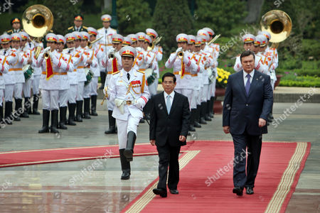 Ukrainian President Viktor Yanukovych (r) and His Vietnamese Counterpart Nguyen Minh Triet (l) Review an Honor Guard at the Presidential Palace in Hanoi Vietnam 26 March 2011 Yanukovych is on an Official Visit to Vietnam From 25 to 27 March 2011 Viet Nam Hanoi