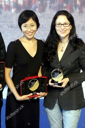Us Director Karen Moncrieff (r) Who Received the Grand Prize and Us Director Gina Kim (l) Who Received the Jury's Prize During a Photocall at the 33rd American Film Festival of Deauville in Deauville France 09 September 2007