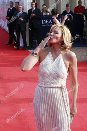 British Actress/cast Member Kim Cattrall Arrives For the Premiere of the Movie 'Meet Monica Velour' at the 36th Annual Deauville American Film Festival in Deauville France 10 September 2010 the Movie by Us Director Keith Bearden is Presented in the Premieres Section at the Festival Running From 03 to 12 September France Deauville