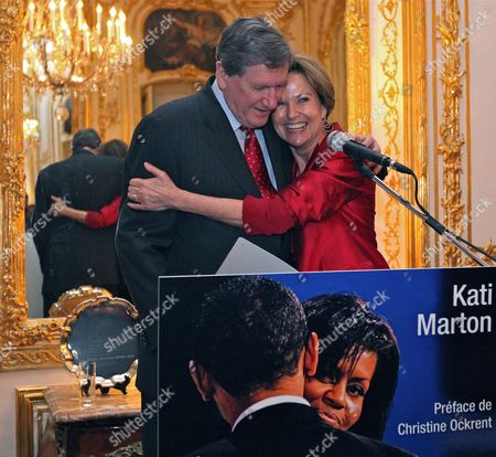 Journalist and Author Kati Marton (r) Flanked by Her Husband Us Special Envoy For Pakistan and Afghanistan Richard Holbrooke (l) Presents Her New Book Entitled 'Hidden Power' About Us First Ladies at a Reception in the Us Embassy in Paris France 19 January 2010 France Paris