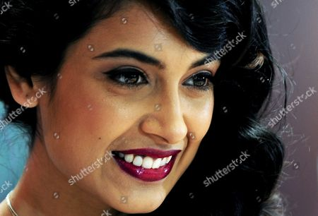 Bollywood Actress Sarah Jane Dias Poses During a Promotional Event For Nokia in Southern Indian City of Bangalore 08 July 2011 India Bangalore