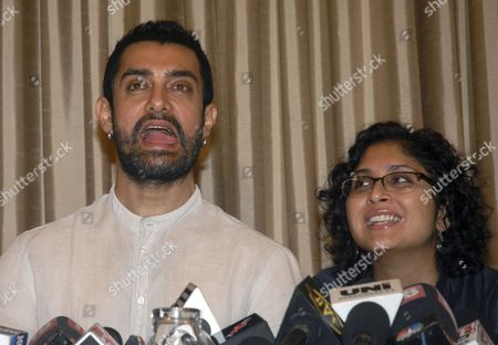 Indian Bollywood Actor and Producer Aamir Khan (l) and His Wife Indian Filmmaker Kiran Rao (r) Address a Press Conference on Their Movie Dhobi Ghat (mumbai Diaries) in Mumbai India 20 January 2011 the Movie Starring Khan and Indian Actor Prateik Babbar Will Be Released on 21 January India Mumbai