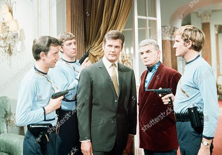 'The Saint' TV - 1969 - The Man Who Gambled with His Life - John D. Collins (far left) Roger Moore, Clifford Evans