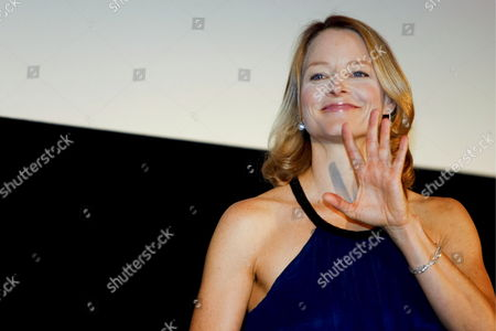 Us Actress and a Cast Member of the Us Film 'Nim's Island' Jodie Foster Waves at a Fan During a Red Carpet Event Held to Promote the Film in Tokyo Japan 19 August 2008 Directed by Directors Mark Levin and Jennifer Flackett and Starring Jodie Foster and Abigail Breslin the Adventure-fantasy Film Based On the Book with the Same Title Tells a Story of a Young Girl Named Nim (breslin) and Alexandra Rover (foster)'s Adventure to Rescue Nim's Father Who Gets Lost in a Sea Storm the Movie Will Hit the Cinemas All Over Japan On 06 September 2008