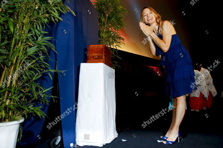 Us Actress and a Cast Member of the Us Film 'Nim's Island' Jodie Foster Prays in Front of a Makeshift Shrine During a Red Carpet Event Held to Promote the Film in Tokyo Japan 19 August 2008 Directed by Directors Mark Levin and Jennifer Flackett and Starring Jodie Foster and Abigail Breslin the Adventure-fantasy Film Based On the Book with the Same Title Tells a Story of a Young Girl Named Nim (breslin) and Alexandra Rover (foster)'s Adventure to Rescue Nim's Father Who Gets Lost in a Sea Storm the Movie Will Hit the Cinemas All Over Japan On 06 September 2008